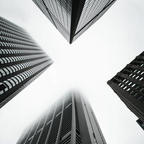 Bâtiments noir et blanc